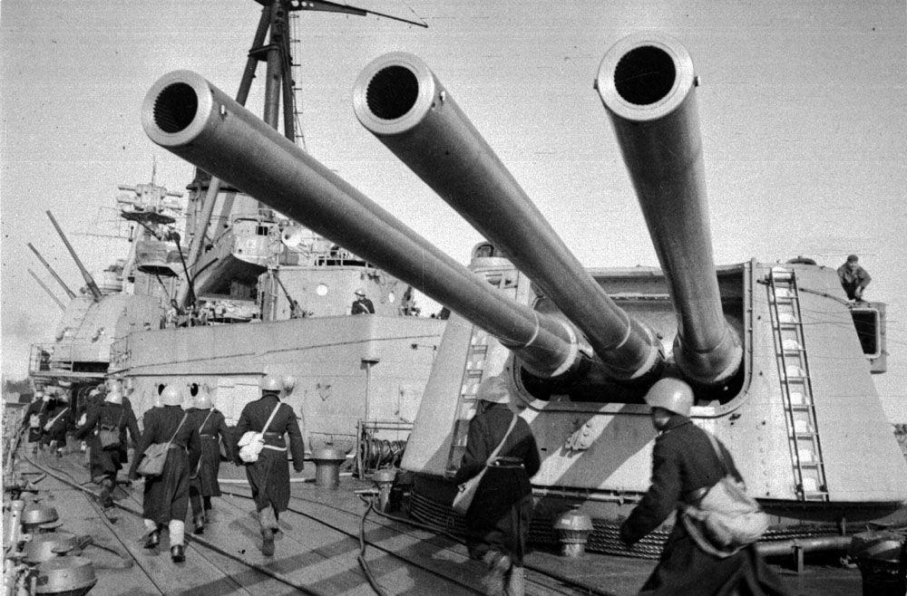 Боевая тревога на крейсере «Ворошилов», 1943 год ©Фото с сайта http://waralbum.ru