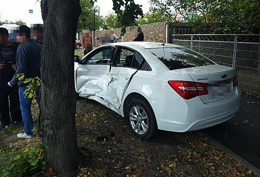 ВКраснодаре шофёр Порше нарушил ПДД иустроил массовое ДТП