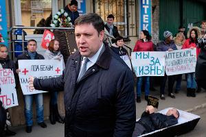 Митинг против аптек, продающих наркотики, в Кисловодске ©Эдуард Корниенко, ЮГА.ру