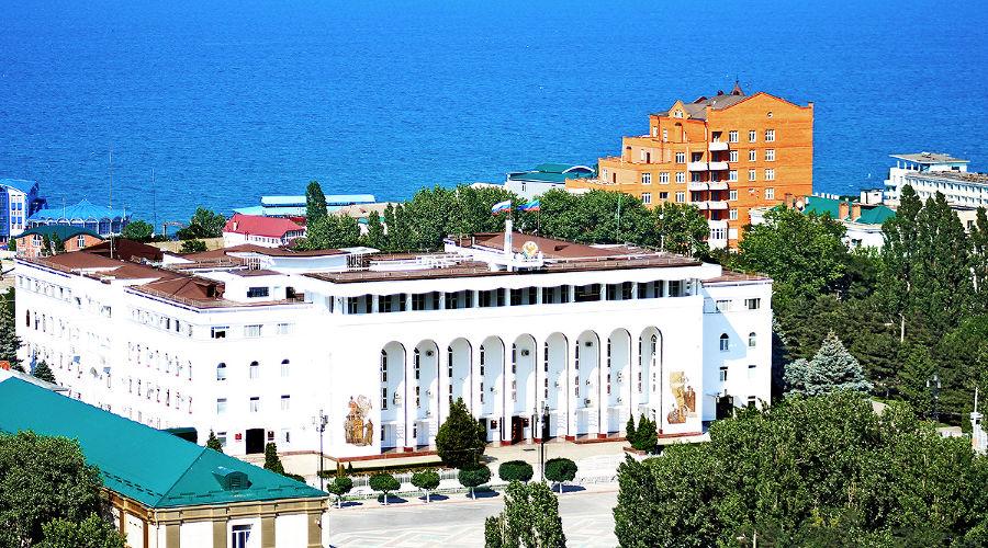 Дом Правительства Республики Дагестан ©Фото с сайта wikimedia.org