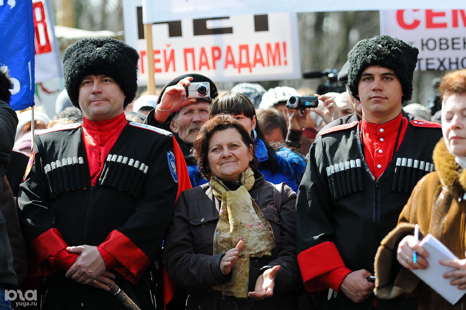 Митинг против действий группы Pussy Riot и в поддержку духовности. Краснодар, 31 марта 2012 года ©Фото Елены Синеок, Юга.ру