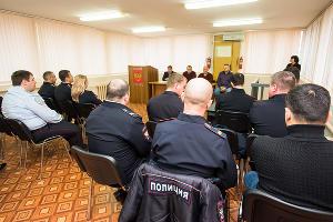 В дежурной части аэропорта регулярно проходят встречи с ветеранами, служившими в транспортной полиции ©Фото Елены Синеок, Юга.ру