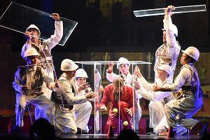 Выступление Cirque Eloize в Краснодаре ©Елена Синеок, ЮГА.ру