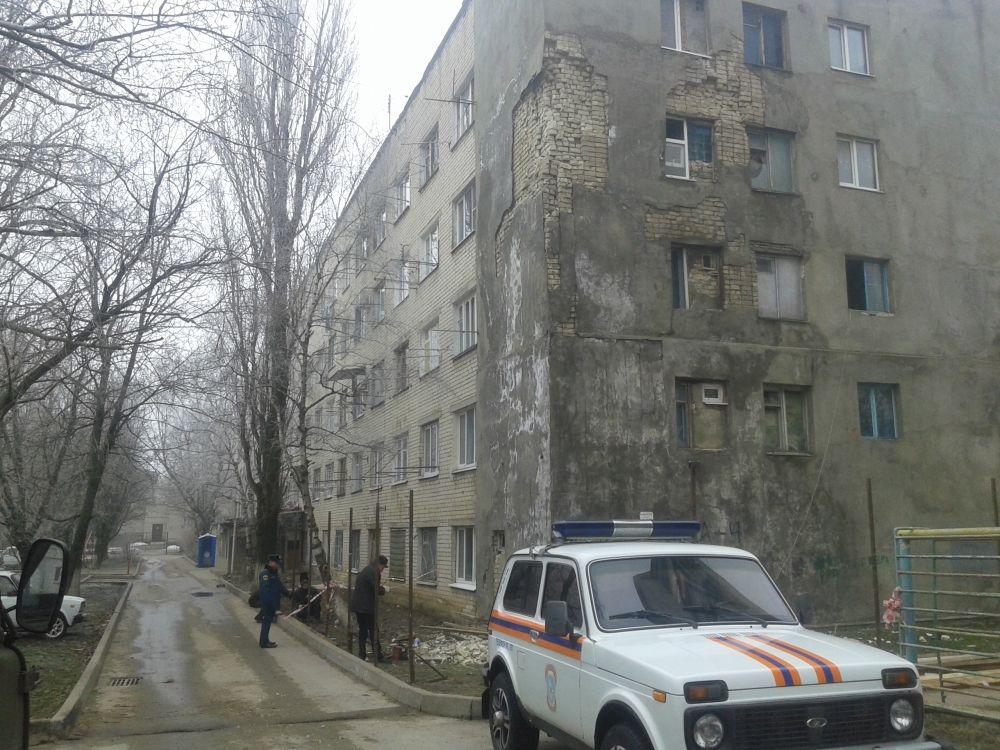 ВСтаврополе частично обрушилась стена общежития