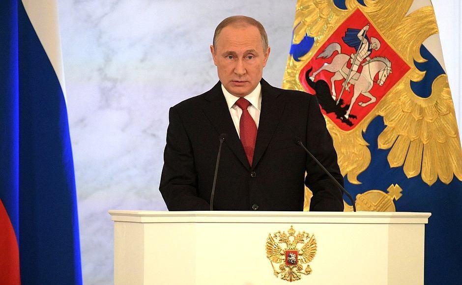 Путин: необходимо освободить мед. персонала отрутины справок