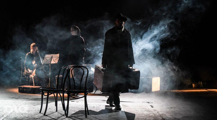 Спектакль «Небесные беглецы» в Одном театре ©Фото Елены Синеок, Юга.ру