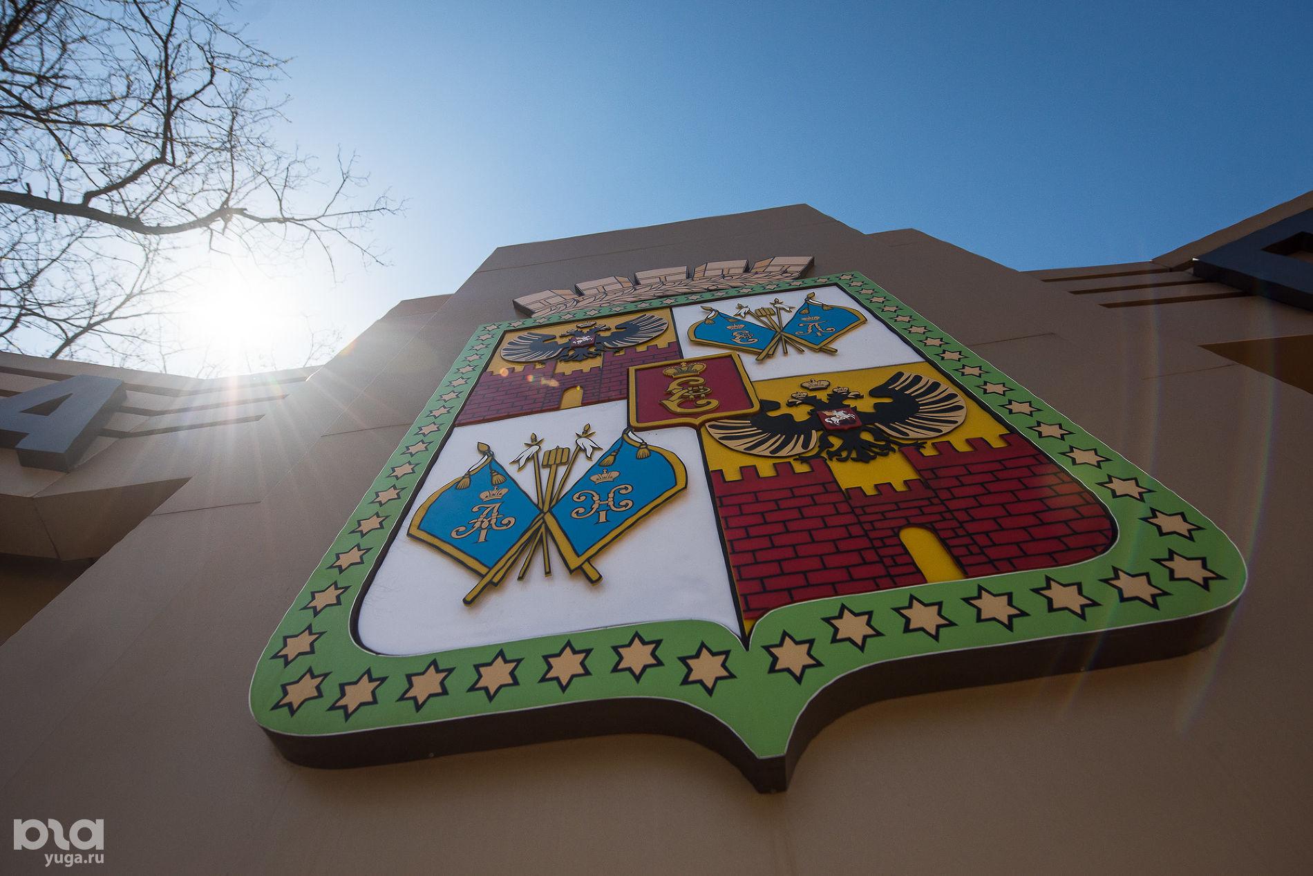 Герб Краснодара  ©Фото Елены Синеок, Юга.ру