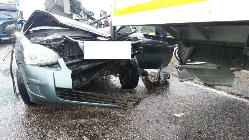 ВАндроповском районе «легковушка» врезалась в фургон. умер 33-летний мужчина