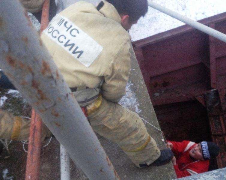ВКрыму работники МЧС спасли ребенка, застрявшего между шлюзами Северо-Крымского канала