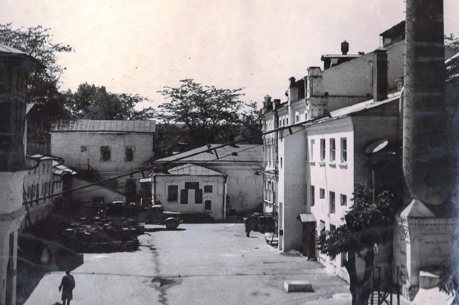 Двор завода, 1957 год