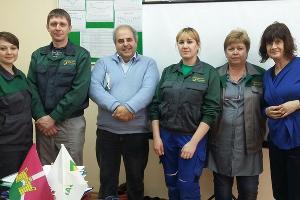 Животноводы МТФ № 4 с представителями еврокомиссии ©Фото пресс-службы агрохолдинга «Кубань»