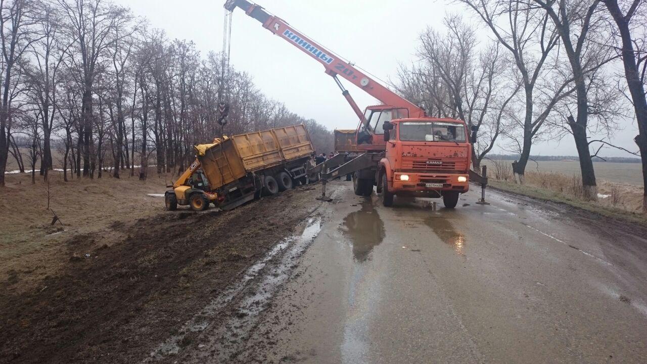 Наобледеневшей трассе вСтаврополье случилось два ДТП