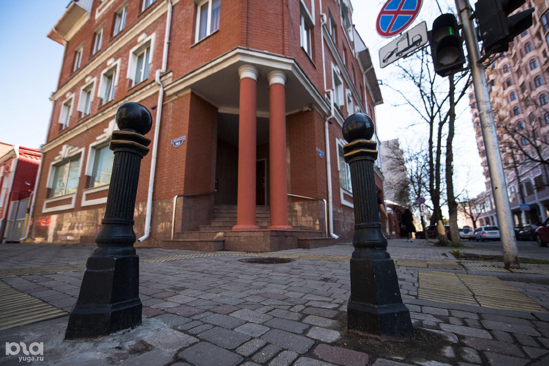 Угол Октябрьской и Гимназической ©Фото Елены Синеок, Юга.ру