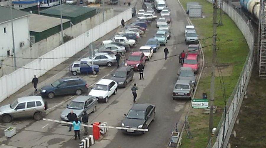 """Порт """"Кавказ"""", многочасовая очередь на паромную переправу ©@alex_ermak"""