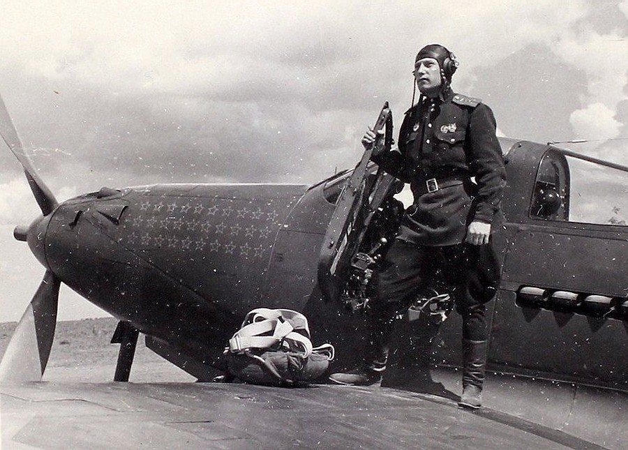 Александр Покрышкин в дни воздушного сражения на Кубани, 1943 год ©Фото с сайта waralbum.ru