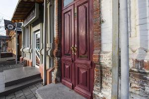 Двери после реставрации. Дом мещан Петренко в Краснодаре, улица Буденного, 157. ©Фото Елены Синеок, Юга.ру