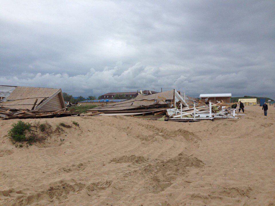 НаБугазской косе бульдозерами снесли гостевые дома
