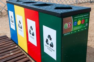Контейнеры для раздельной сортировки отходов ©Фото Дмитрия Пославского, Юга.ру