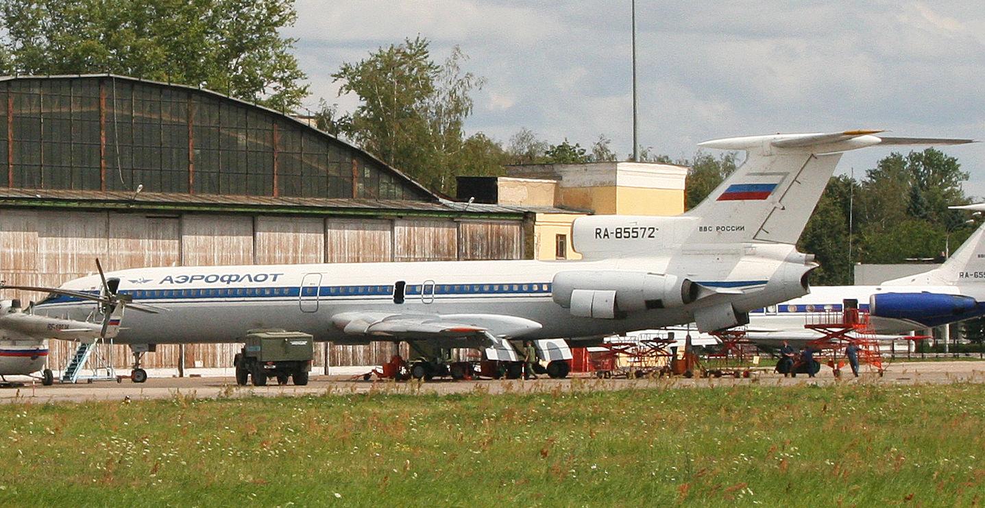 Борт RA-85572 на аэродроме Чкаловский, 2012 год ©Фото Alan Wilson, commons.wikimedia.org