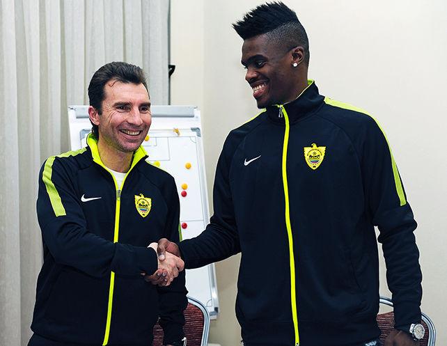 Прошлый защитник «Мордовии» Фибель официально стал игроком «Анжи»