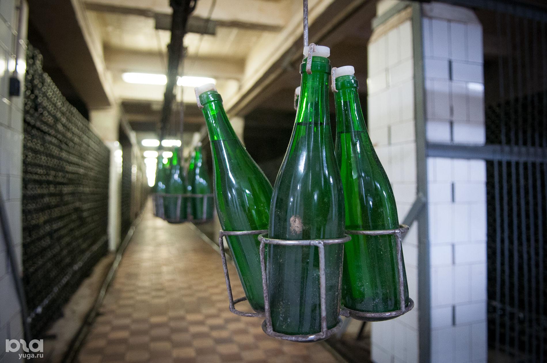 Подвалы завода шампанских вин «Абрау-Дюрсо» ©Фото Елены Синеок, Юга.ру