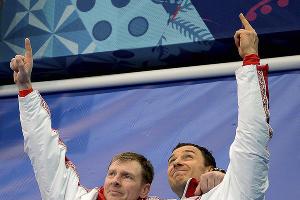 Бобслеисты Александр Зубков и Алексей Воевода завоевали золото в соревнованиях двоек ©РИА Новости