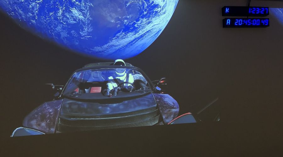 Илон Маск отправил в космос ракету Falcon Heavy со своим электрокаром Tesla ©Фото из аккаунта twitter.com/elonmusk