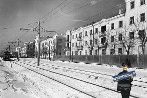 Трамвай едет по улице Карла Либкнехта, зима 1956–1957 ©Фото с сайта myekaterinodar.ru