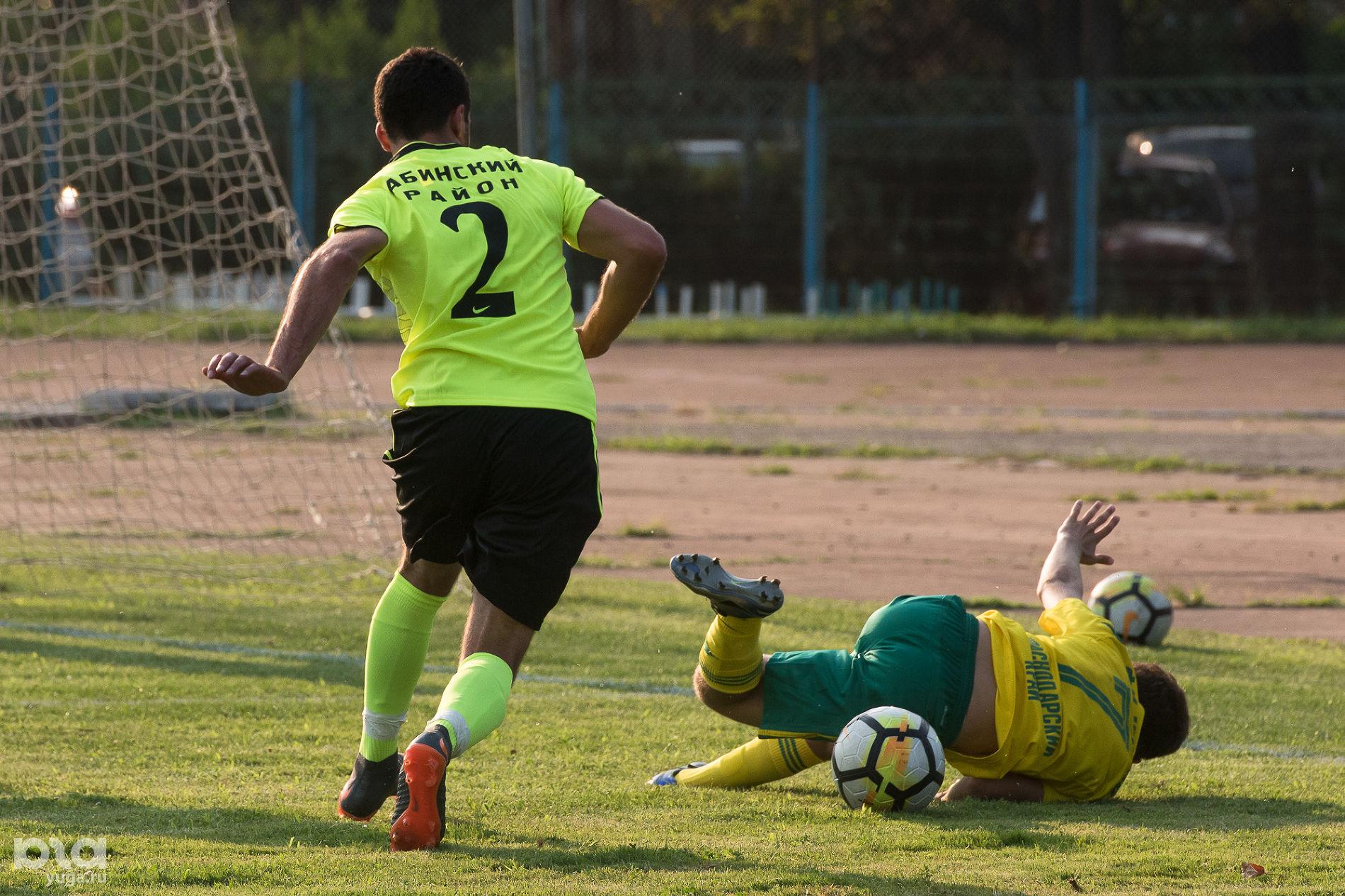 Матч между «Кубанью» и «Абинском» ©Фото Елены Синеок, Юга.ру