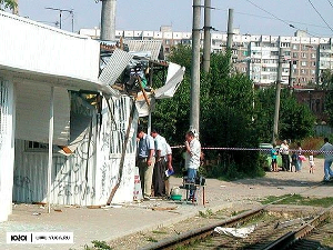 Трамвайная остановка на пересечении улиц Декабристов и Достоевского после взрыва