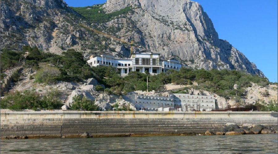 Дворец на мысе Айя в Крыму ©Фото с сайта munscanner.com
