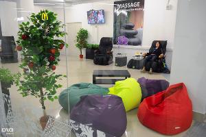 За символическую плату можно получить сеанс массажа, пуфики бесплатно ©Елена Синеок, ЮГА.ру