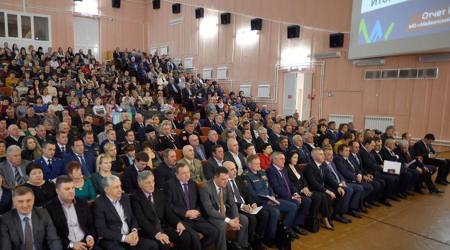 Сессия Совета народных депутатов Майкопского района ©Фото пресс-службы главы Республики Адыгея