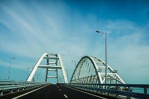 Крымский мост ©Фото Евгения Мельченко, Юга.ру