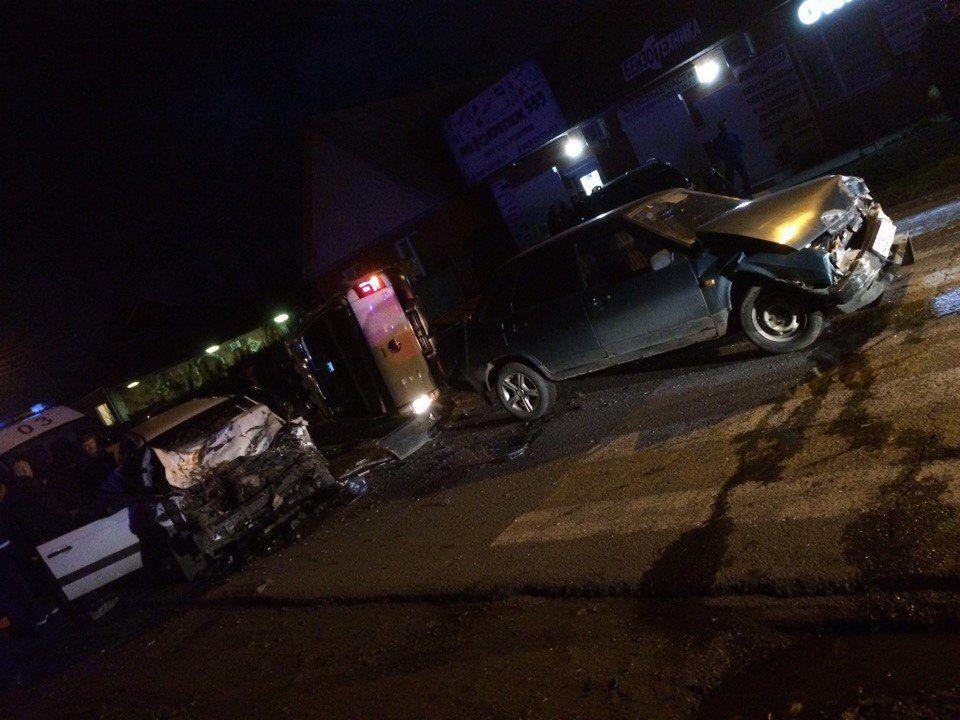ВТимашевске три автомобиля столкнулись наперекрестке